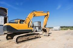 有铁锹的重的挖掘机 免版税库存图片