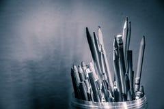 有铅笔和材料的塑料瓶 库存照片