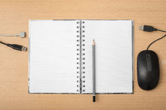 有铅笔和计算机设备的笔记本 免版税库存图片