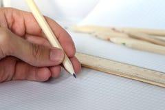 有铅笔的一只手 免版税图库摄影