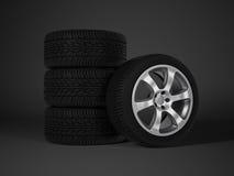 有铝合金轮子的车胎 免版税库存图片