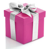 有银色丝带的唯一桃红色礼物盒 库存照片