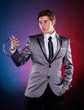 有银色金属圆环的魔术师 免版税库存图片