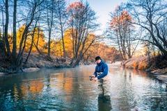 有铸件标尺的渔夫 免版税图库摄影