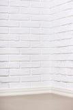 有铺磁砖的地板的,抽象背景照片白色砖墙 免版税库存图片