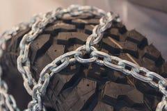 有链子的新的轮胎关闭  免版税图库摄影