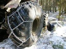 有链子的轮胎 免版税库存图片
