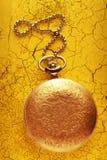 有链子的金黄怀表 免版税库存照片