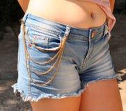 有链首饰的长裤 免版税库存照片