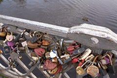 有锁的桥梁 彼得罗扎沃茨克,俄罗斯23 09 2015年 库存照片