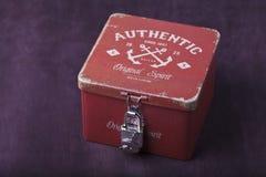 有锁的葡萄酒箱子 库存照片
