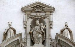 有锡耶纳的小的耶稣和蒙特普齐亚诺凯瑟琳和艾格尼丝圣母玛丽亚  免版税库存图片