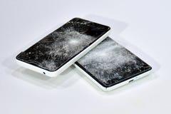 有锤子打破的屏幕的手机 库存照片