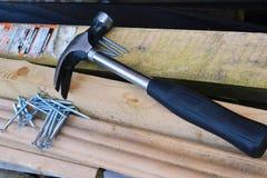 锤子和螺丝。 免版税库存图片