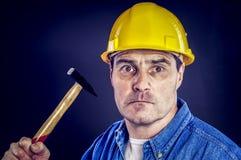 有锤子的建筑工人 免版税图库摄影