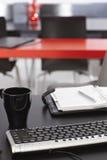 有键盘和个人组织者的工作场所 库存照片