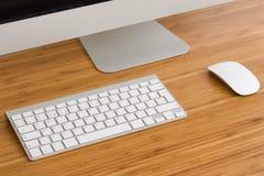 有键盘和老鼠的一台计算机 免版税库存图片