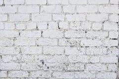 有镇压的老白色混凝土墙 免版税库存图片