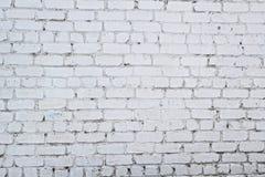 有镇压的老白色混凝土墙 库存照片