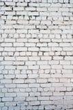有镇压的老白色混凝土墙 库存图片
