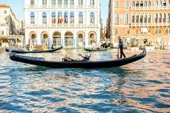 有长平底船的大运河在威尼斯 库存图片