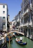 有长平底船的威尼斯 免版税图库摄影