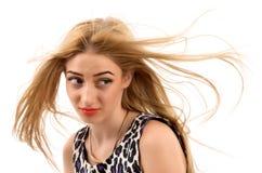 有长期平直的金发的美丽的妇女。时装模特儿pos 免版税库存照片