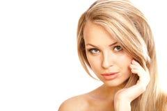 有长的头发的新白肤金发的女孩 免版税库存图片