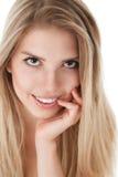 有长的头发的白肤金发的妇女 免版税库存照片