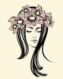 有长的头发的美丽的妇女和花缠绕 皇族释放例证