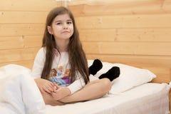 有长的流的头发的女孩 免版税图库摄影