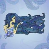 有长的蓝色头发的手拉的妇女喜欢海 免版税图库摄影