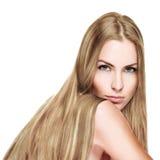 有长的金发的美丽的妇女 免版税图库摄影