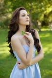 有长的头发、秀丽、头发和eco整容术的美丽的妇女 免版税图库摄影