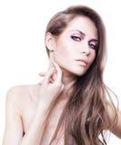 有长的头发和手的性感的妇女在脖子 免版税库存图片