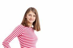 有长的头发和白色桃红色镶边衬衣的十几岁的女孩 库存图片