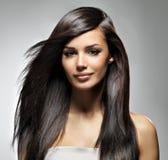 有长的直发的美丽的妇女 免版税库存照片