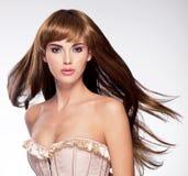 有长的头发的美丽的性感的妇女 库存照片