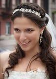 有长的头发的年轻新娘。 免版税库存图片