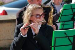 有长笛的音乐家 民族团结天在俄罗斯 图库摄影