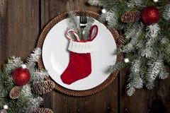 有长袜的圣诞晚餐板材 库存图片