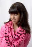 有长,柔滑的头发的一个年轻拉丁女孩 免版税库存图片
