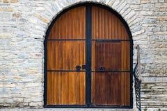 有门关闭的老木门 减速火箭的设计 免版税图库摄影
