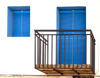 有门和窗口的阳台 免版税库存照片