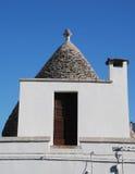 有门的Trullo屋顶 免版税库存图片