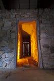 有门道入口的蠕动的走廊 免版税库存图片