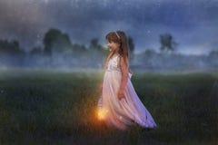 有闪电的小女孩 库存图片