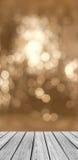 有闪耀的抽象白光的Bokeh空的木透视平台盘旋背景 免版税库存图片