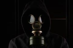 有防毒面具的人 免版税库存图片