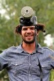 有防毒面具的愚蠢的年轻人 免版税库存照片